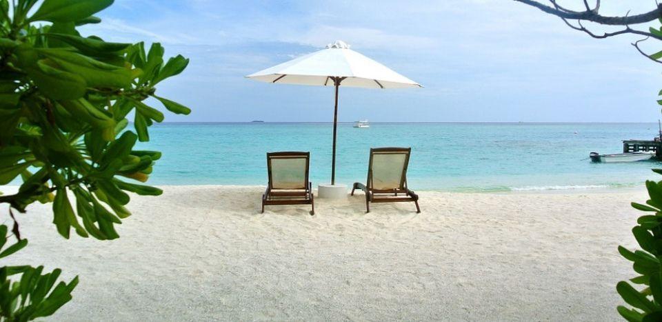 Piscinas de arena compactada precios piscinas esquineras for Que precio tiene hacer una piscina